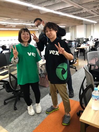 VexTシャツ着用